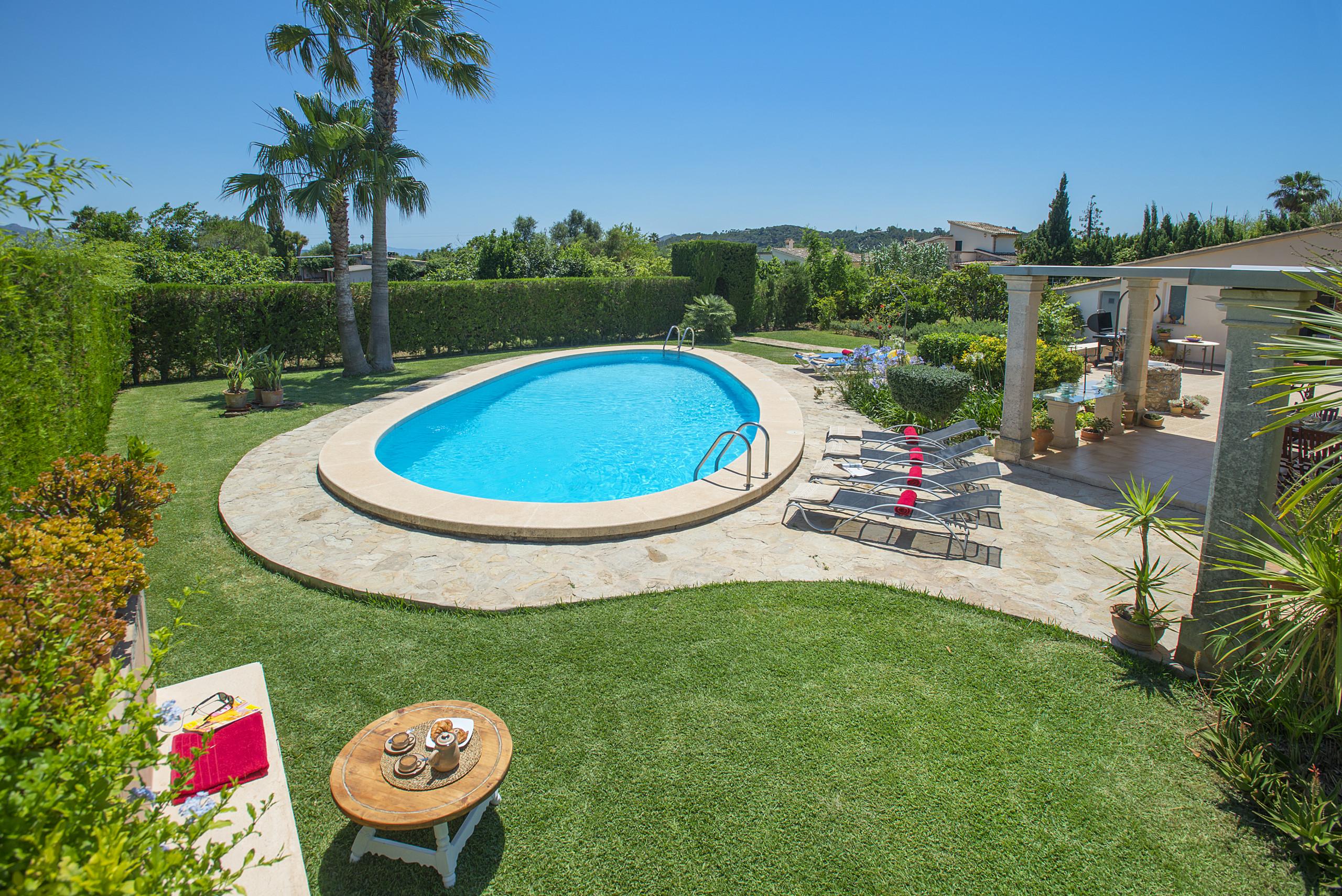 Villas en port de pollen a deluxe villa coloma con for Villas de vacaciones con piscina privada