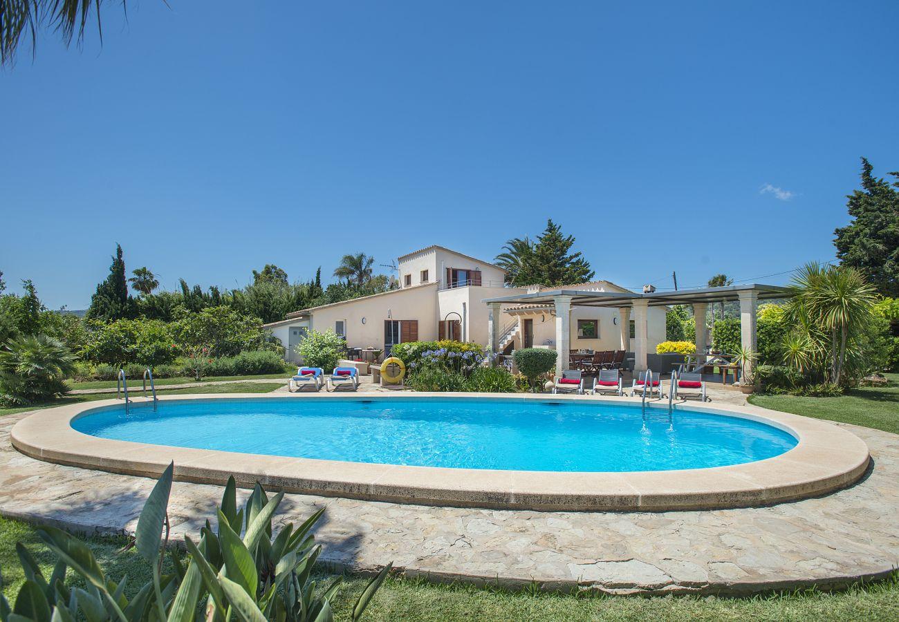 Villas en port de pollen a deluxe villa coloma con for Vacaciones en villas con piscina
